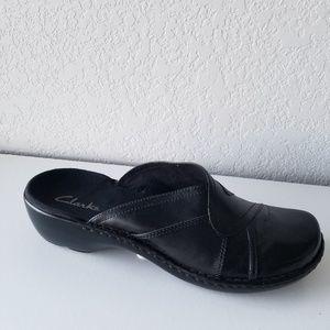 Clarks black leather clogs sz. 9M